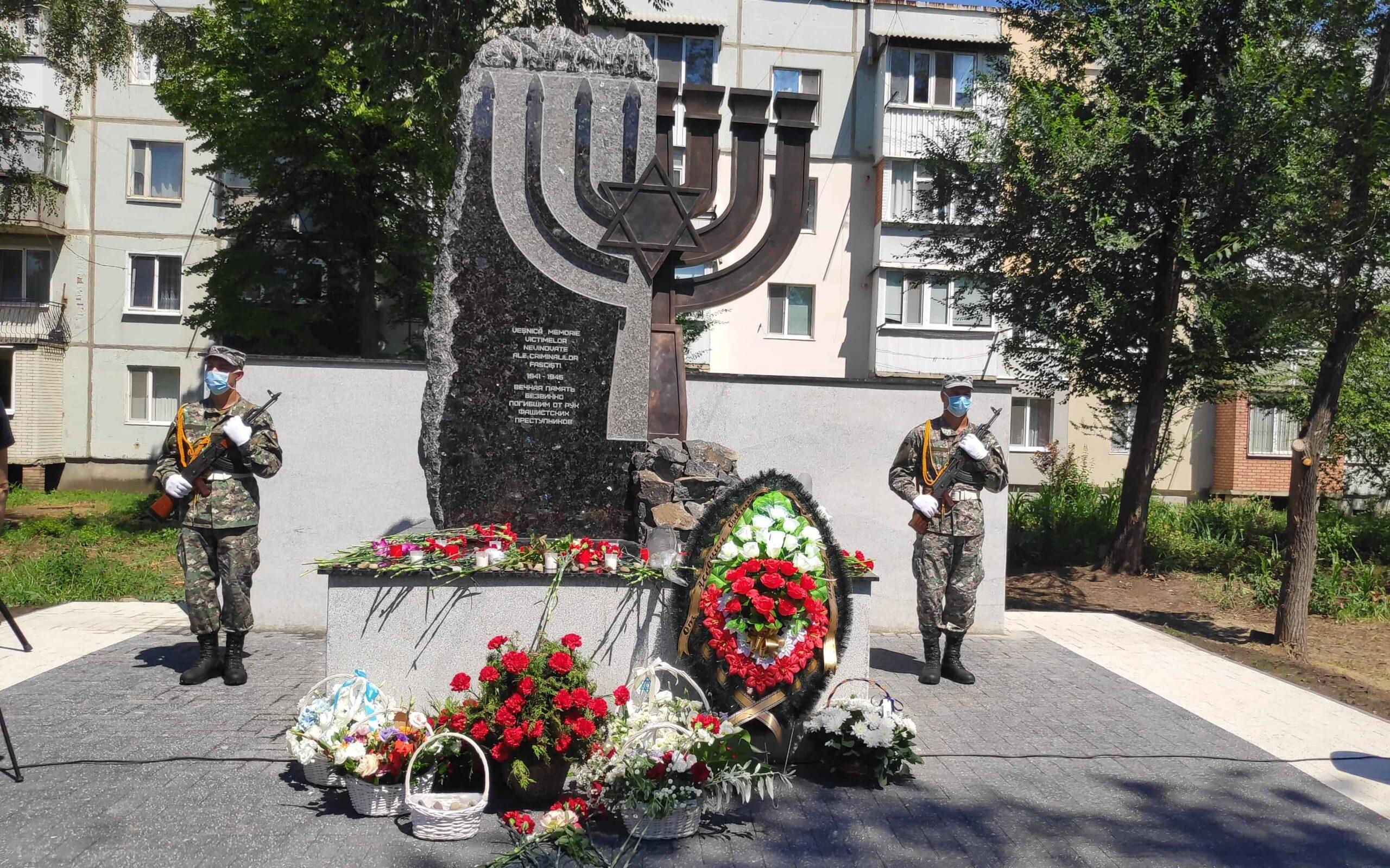 Установка и реставрация памятных знаков на местах массового уничтожения евреев